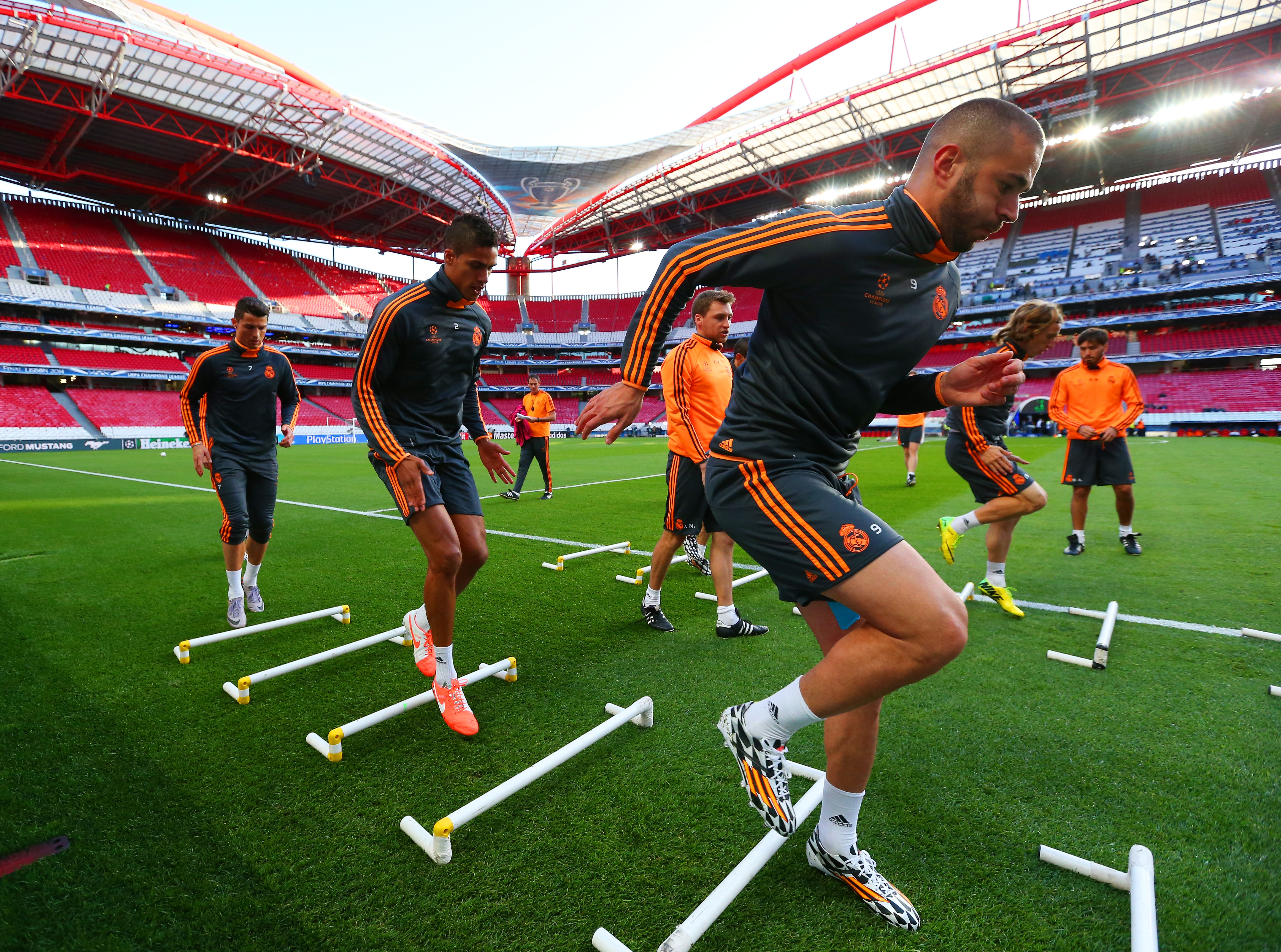 LISBON, PORTUGAL - MAY 23: Karim Benzema of Real Madrid (R) runs drills during a Real Madrid training session ahead of the UEFA Champions League Final against Club Atletico de Madrid at Estadio da Luz on May 23, 2014 in Lisbon, Portugal. (Photo by Alex Livesey/Getty Images)
